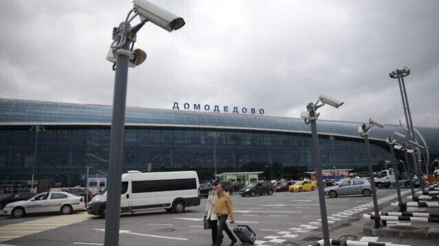 في هذه الصورة التي تم التقاطها في 17 مايو، 2015، يظهر مطار 'دوموديدوفو' في موسكو، روسيا. (AP Photo/Pavel Golovkin, file)