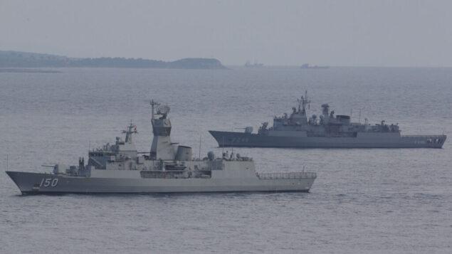 سفن البحرية التركية عام 2015 (AP Photo/Lefteris Pitarakis)