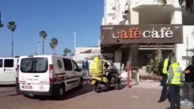 لقطة شاشة من مقطع فيديو يظهر ساحة جريمة قتل مشتبه بها في بات يام، 16 ديسمبر 2019. (Channel 12 News)
