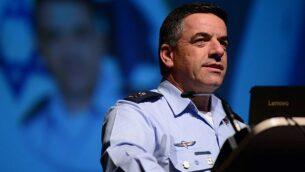 قائد سلاح الجو الإسرائيلي اللواء عميكام نوركين يتحدث في مؤتمر الطيران الإسرائيلي في مدينة المطار، 2 مايو 2018 (Tomer Neuberg/FLASH90)