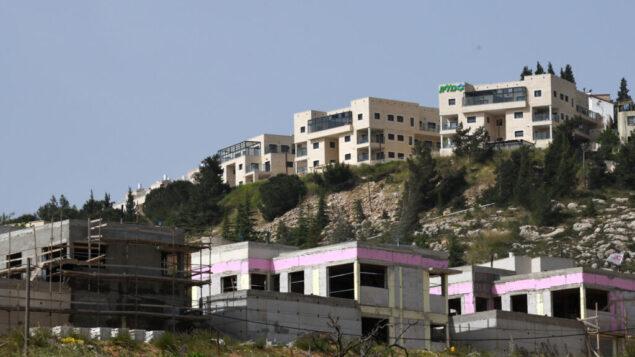 """البناء في مستوطنة """"شفوت راحيل"""" في الضفة الغربية، 1 مايو 2019 (Gili Yaari /Flash90)"""