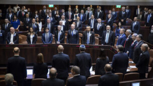 قاعة الكنيست بكامل هيئتها خلال الجلسة الافتتاحية للكنيست ال22 في القدس، 3 أكتوبر، 2019.  (Hadas Parush/Flash90)