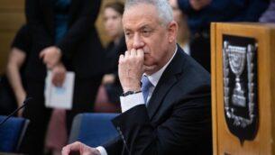 بيني غانتس، زعيم حزب 'ازرق ابيض'، خلال اجتماع لحزبه في الكنيست في القدس، 2 ديسمبر 2019. (Hadas Parush / Flash90)
