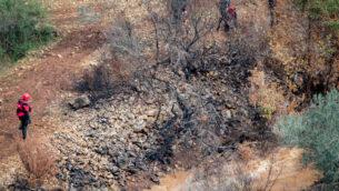 فرق الإنقاذ تبحث عن عمري أبو جنب (14 عاما) الذي جرفه فيضان بالقرب من قرية يركا الشمالية، 26 ديسمبر 2019. (Meir Vaknin / Flash90)