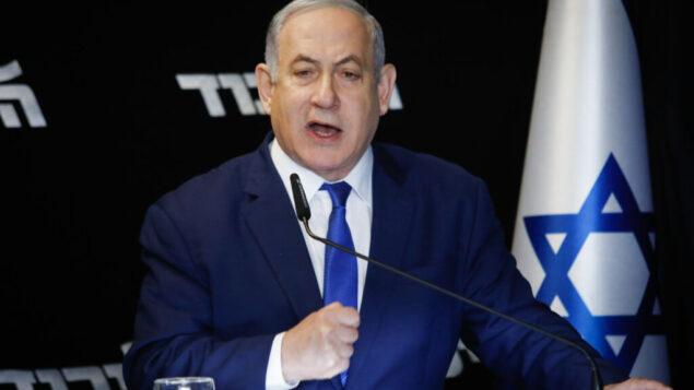 رئيس الوزراء بنيامين نتنياهو يلقي تصريحا عقب فوزه في الانتخابات التمهيدية لحزب الليكود، في مدينة المطار، 27 ديسمبر 2019. (Flash90)