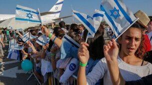 قادمون جدد من فرنسا يصلون إلى مطار بن غوريون، يوليو 2018. (Nir Kafri, The Jewish Agency for Israel)