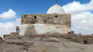ضريح النبي هارون، بالقرب من البتراء، الأردن.  (CC BY-SA Joneikifi, Wikipedia)