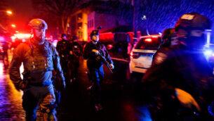 قوى الأمن بالقرب من موقع إطلاق نار في جيرسي سيتي بولاية نيوجيرسي، 10 ديسمبر، 2019.  (AP Photo/Eduardo Munoz Alvarez)