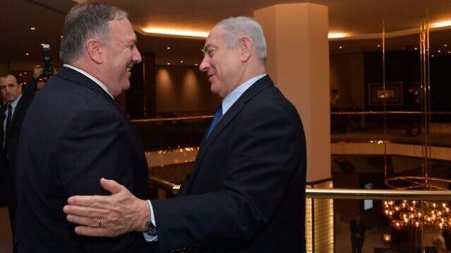 وزير الخارجية الأمريكي مايك بومبيو (يسار) ورئيس الوزراء بنيامين نتنياهو يلتقيان في لشبونة، البرتغال، 4 ديسمبر، 2019.  (Kobi Gideon/GPO)