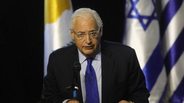 السفير الأمريكي لدى إسرائيل ديفيد فريدمان يلقي كلمة خلال القمة الإسرائيلية-اليونانية-القبرصية الخامسة في 20 ديسمبر 2018، في بئر السبع. (Menahem Kahana/AFP)