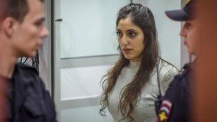 المواطنة الإسرائيلية-الأمريكية نعمة يسسخار، المسجونة في روسيا بتهمة تهريب مخدرات، تحضر جلسة في المحكمة الإقليمية في موسكو في 19 ديسمبر، 2019. (Kirill Kudryavtsev/AFP)