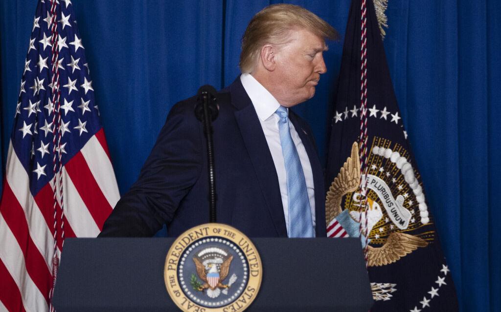 الرئيس الأمريكي دونالد ترامب يلقي ملاحظات حول إيران في منزله في مار لاغو، فلوريدا، 3 يناير 2020. (AP Photo / Evan Vucci)