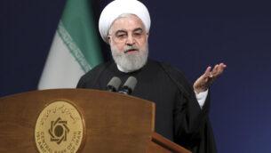 في هذه الصورة الصادرة عن الموقع الرسمي لمكتب الرئاسة الإيرانية ، يتحدث الرئيس حسن روحاني أمام رؤساء البنوك، في طهران، إيران، 16 يناير 2020. (Office of the Iranian Presidency via AP)