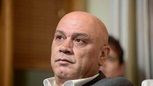 عضو الكنيست عن حزب ميرتس، عيساوي فريج، في مؤتمر للحزب في ديسمبر 2014. (Tomer Neuberg/FLASH90)