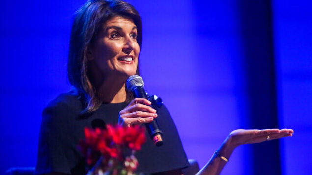 السفير الأمريكية السابقة لدى الأمم المتحدة نيكي هيلي تشارك في حدث ل'المركز الإسرائيلي للإدمان'، في تل أبيب،  27 يناير،. 2020. (Flash90)