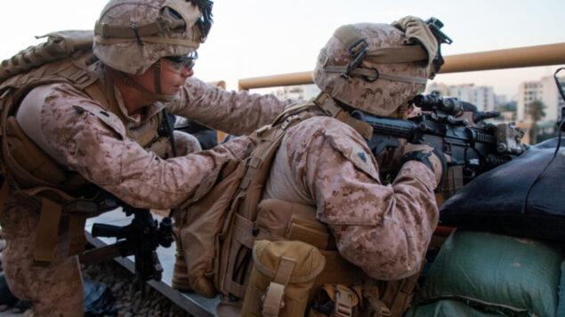 قوات المارينز الأمريكية تعزز مجمع السفارة الامريكية في بغداد، 1 يناير 2020. (US Marine Corps/Sgt. Kyle C. Talbot)