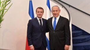 رئيس الوزراء بنيامين نتنياهو (يمين) يستقبل الرئيس الفرنسي إيمانويل ماكرون في مقر إقامة رئيس الوزراء بالقدس، 22 يناير، 2020. (Koby Gideon/GPO)