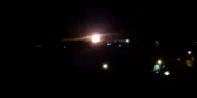 لقطات تظهر بحسب الافتراض انفجارًا خلال غارة جوية إسرائيلية على غزة، 25 يناير 2020. (screen capture: Twitter)
