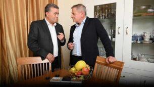 حديث بين زعيم حزب 'العمل'، عمير بيرتس، ورئيس حزب 'ميرتس'، نيتسان هوروفيتس في 13 يناير، 2020.  (Courtesy)