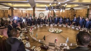 صورة تم التقاطها في الأول من فبراير،  2020 خلال اجتماع طارئ للجامعة العربية لمناقشة الاقتراح الأمريكي لإنهاء الصراع في الشرق الأوسط، ي مقر الجامعة العربية في العاصمة المصرية القاهرة، 1 فبراير، 2020. (Khaled Desouki/AFP)