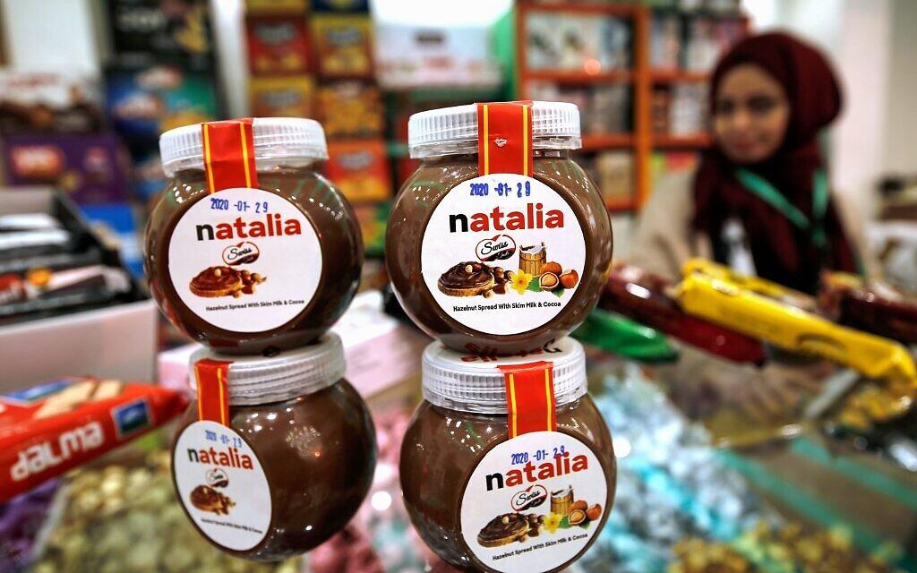 عبوات  كريما 'ناتاليا'، النسخة المحلية لكريما الشوكولاتة العالمية 'نوتيلا', 12 فبراير، 2020. (MOHAMMED ABED / AFP)