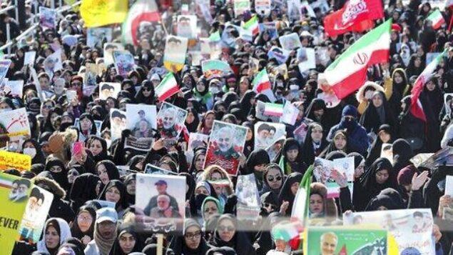 إيرانيون يشاركون في تجمع في 'ميدان الحرية' للاحتفال بالذكرى ال41 للثورة الإسلامية، في طهران، إيران، 11 فبراير، 2020. ( AP Photo/Ebrahim Noroozi)