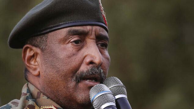 الجنرال السوداني عبد الفتاح البرهان، رئيس الحكومة الانتقالية، في يونيو 2019. (AP Photo/Hussein Malla)