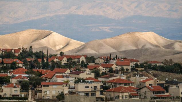 مستوطنة معالية أدوميم، في الضفة الغربية، تطل على المنطقة E1 في 4 يناير، 2017.  (Yaniv Nadav/Flash90)