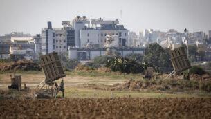 بطاريات 'القبة الحديدية' المضادة للصواريخ في مدينة أشكلون جنوبي إسرائيل، 12 نوفمبر، 2019. (Noam Rivkin Fenton/Flash90)