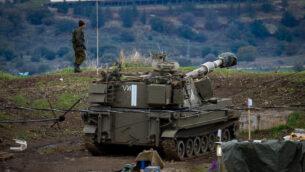 قوات الجيش الإسرائيلي بالقرب من الحدود الإسرائيلية السورية، في مرتفعات الجولان، 3 يناير 2020. (Basel Awidat/Flash90)