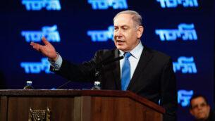 رئيس الوزراء بنيامين نتنياهو يلقي كلمة خلال تجمع لحزب 'الليكود' في اللد، 11 فبراير، 2020. (Flash90)
