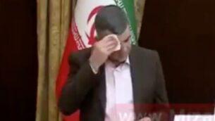 لقطة شاشة من فيديو لنائب وزير الصحة الإيراني، إيراج حريرجي، خلال مؤتمر صحفي حول انتشار فيروس كورونا، 24 فبراير 2020. (Twitter)