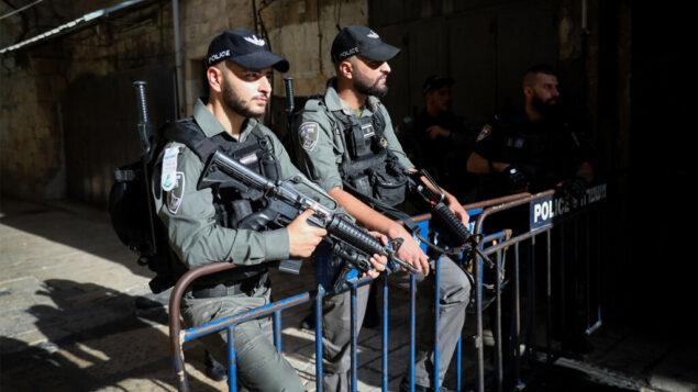 صورة توضيحية: قوات الامن في ساحة هجوم طعن في القدس القديمة، 26 سبتمبر 2019 (Noam Revkin Fenton/Flash90)