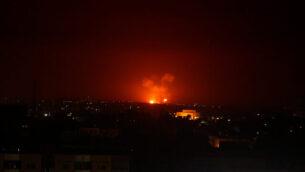 غارة جوية إسرائيلية على مدينة غزة فجر الإثنين، 24 فبراير، 2020. (AP Photo/Adel Hana)