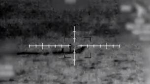 قارب صغير يحاول تهريب الأسلحة الى قوات حماس الخاصة في قطاع غزة، يراقبه الجيش الإسرائيلي (IDF)