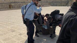 اعتقال عضو الكنيست السابق يهودا غيلك في الحرم القدسي، 18 فبراير، 2020. (courtesy)