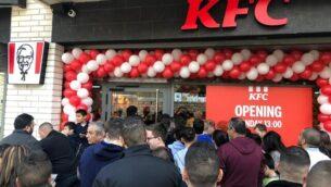 افتتاح مطعم تابع لسلسلة مطاعم الوجبات السريعة 'كنتاكي فرايد تشيكن' ( KFC) في مدينة الناصرة، 3 فبراير، 2020. (Courtesy Kentucky Fried Chicken PR)
