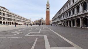 ساحة سان مارك المهجورة في البندقية، 5 مارس 2020. (Andrea Pattaro/AFP)