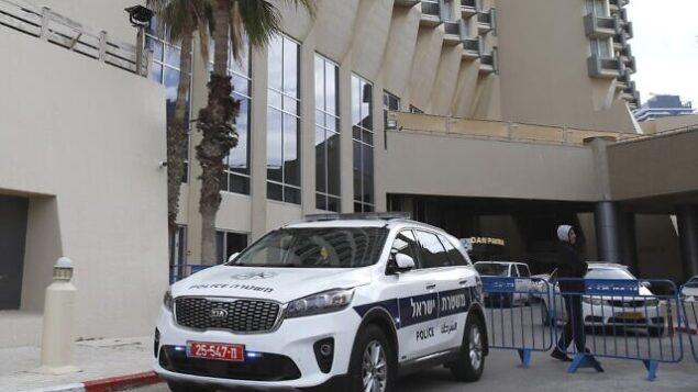فندق دان بانوراما في مدينة تل أبيب في صورة تم التقاطها في 17 مارس،   2020 بعد الإعلان عن أنه سيتقبل أمراض كورونا تظهر عليهم أعراض طفيفة للمرض. (Photo by JACK GUEZ / AFP)