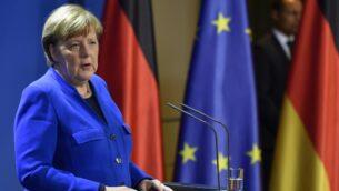 المستشارة الألمانية أنغيلا ميركل تدلي ببيانا صحفيا حول انتشار فيروس كورونا الجديد في المستشارية، برلين، 17 مارس 2020 (JOHN MACDOUGALL / POOL / AFP)