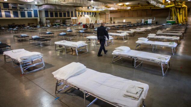 مستشفى ميداني مؤقت اقامه أعضاء الحرس الوطني بكاليفورنيا في إنديو، كاليفورنيا، 29 مارس 2020 (APU GOMES / AFP)