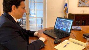 السفير الإسرائيلي لدى الأمم المتحدة، داني دنون، يشارك، عبر تقنية 'فيديو كونفرنس'، في نقاش لمجلس الأمن التابع الأمم المتحدة حول الصراع الإسرائيلي-الفلسطيني، 30  مارس، 2020.(courtesy Israel's Permanent Mission to the UN)
