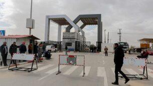 قوى الأمن الفلسطينية الموالية لحركة 'حماس' عند معبر رفح الحدودي، في جنوب قطاع غزة، 8 يناير، 2019. (Abed Rahim Khatib/Flash90)