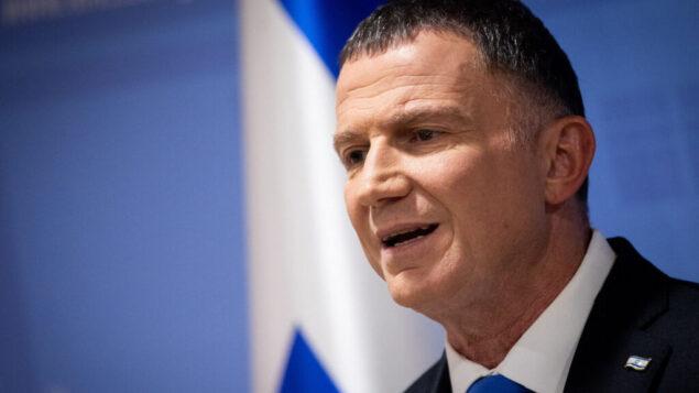 رئيس الكنيست يولي إدلشتين يدلي ببيان للصحافة في الكنيست، 27 نوفمبر، 2019. (Yonatan Sindel/Flash90)