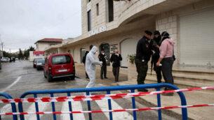 قوى الأمن الفلسطيني تغلق المدخل إلى فندق Angel في مدينة بيت لحم بالضفة الغربية، 5 مارس،  2020.(Wisam Hashlamoun/Flash90)