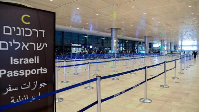صالة المغادرين شبه الخالية في مطار بن غوريون، 8 مارس،  2020.  (Flash90)