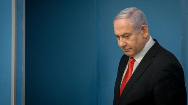 رئيس الوزراء بنيامين نتنياهو يعقد مؤتمرا صحفيا في مكتب رئيس الوزراء في القدس، 16 مارس 2020 (Yonatan Sindel / Flash90)