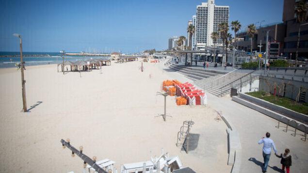 الشاطئ شبه الخالي في تل أبيب، 25 مارس، 2020. (Miriam Alster/Flash90)