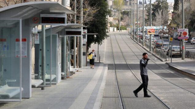 حي بيت هاكيريم شبه الخالي في القدس، 25 مارس، 2020.  (Olivier Fitoussi/Flash90)