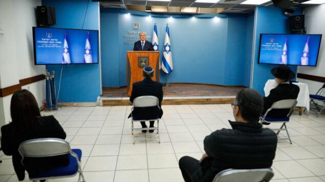 رئيس الوزراء الإسرائيلي بنيامين نتنياهو يتحدث خلال مؤتمر صحفي في مكتب رئيس الوزراء في القدس، 25 مارس 2020. (Olivier Fitoussi / Flash90)